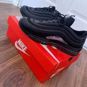air max 97 triple black (reflecting with flash)